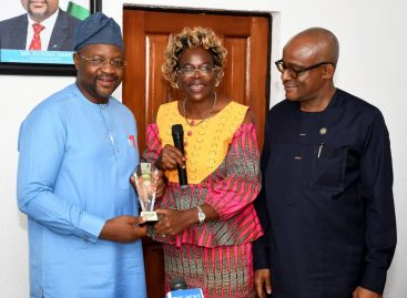 Youth and Sports Ministry Will Support Sports Award Committee